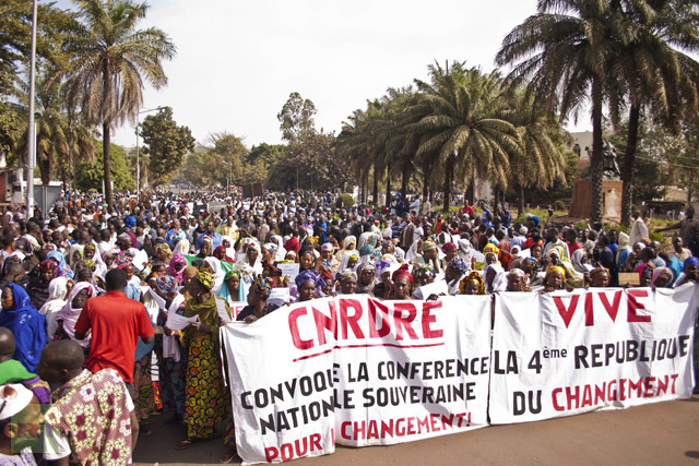 Women hold banners urging national talks to end the political paralysis in the south of Mali, in the capital Bamako January 10, 2013. (Reuters/Francois Rihouay)