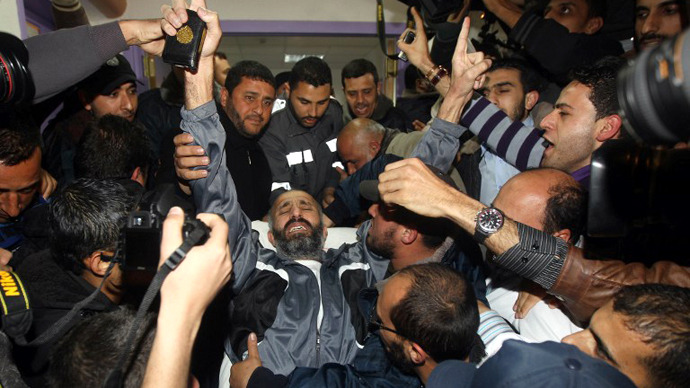 Ayman Sharawna, a Palestinian prisoner who was on long-term hunger strike, reacts upon his arrival at al-Shifa hospital in Gaza City on March 17, 2013. (AFP Photo / Mahmud Hams)