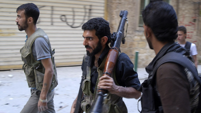 Free Syrian Army fighters carry their weapons as they move towards their positions during an infiltration operation in Aleppo's neighbourhood of Salaheddine, which is partly held by forces loyal to Syria's President Bashar al-Assad, April 29, 2013. (Reuters)