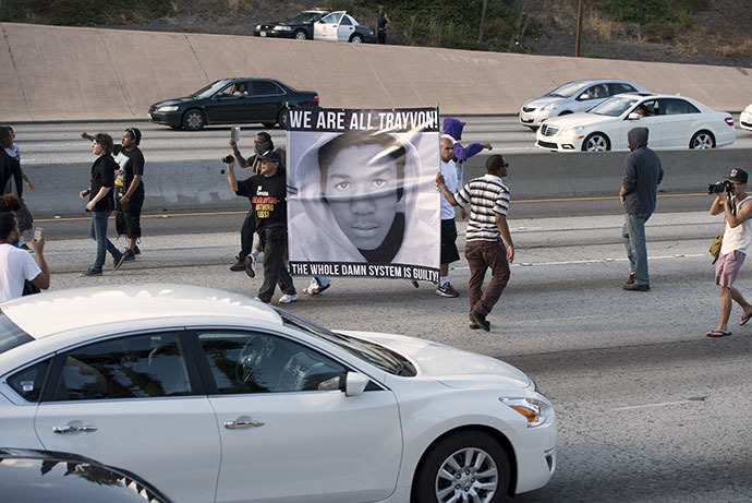 Americans angry at the acquittal of George Zimmerman in the death of black teen Trayvon Martin walk onto the 10 Freeway stopping highway traffic to protest the acquittal, in Los Angeles, California July 14, 2013. (AFP Photo / Robyn Beck)
