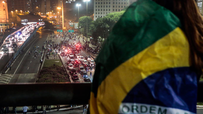Demonstrators march in Sao Paulo, Brazil, on June 20, 2013.(AFP Photo / Miguel Schincariol)