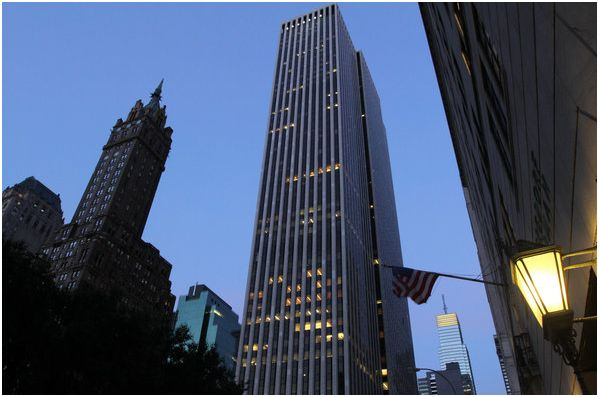 Zhang Xin, a Chinese business magnate, joined forces with the Safra family of Brazil to buy a large piece of the General Motors Building in Midtown Manhattan.