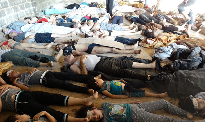 A handout image released by the Syrian opposition's Shaam News Network shows bodies of children and adults laying on the ground as Syrian rebels claim they were killed in a toxic gas attack by pro-government forces in eastern Ghouta, on the outskirts of Damascus on August 21, 2013. (AFP Photo)