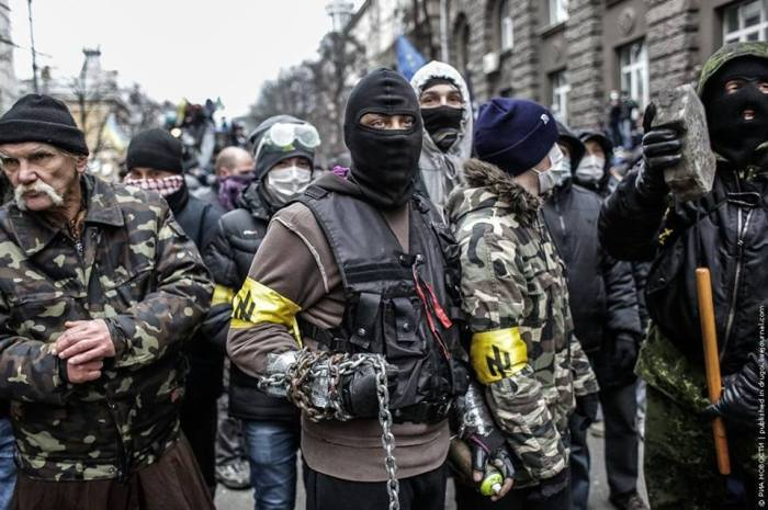 Bandidos Neo-nazistas na vanguarda dos protestos ucranianos