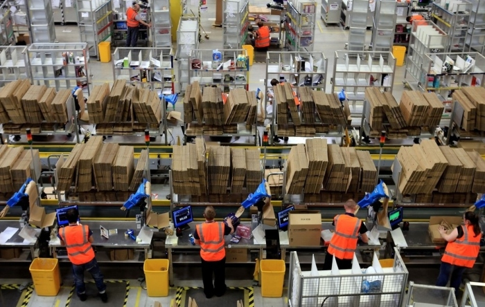 Amazon-Warehouse-AssemblyLine